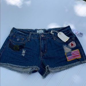 🐣🐣NWT Denim Distressed Shorts Forever 21 🐣🐣